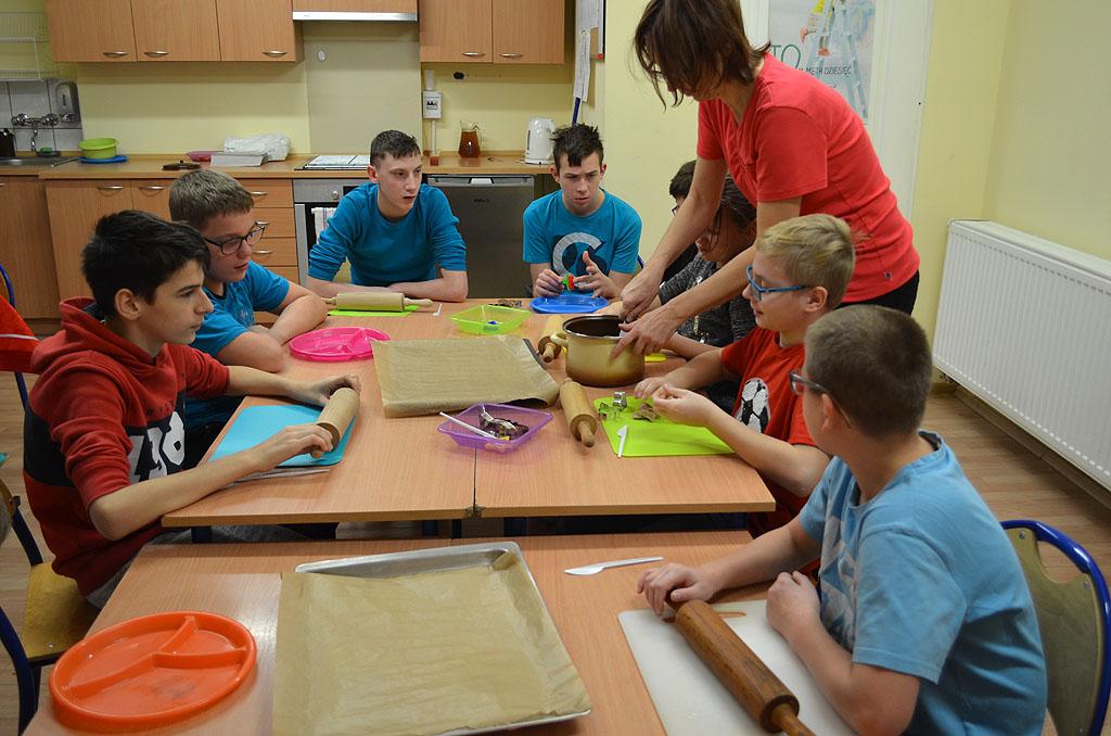 Pieczenie pierników w Szkole Podstawowej