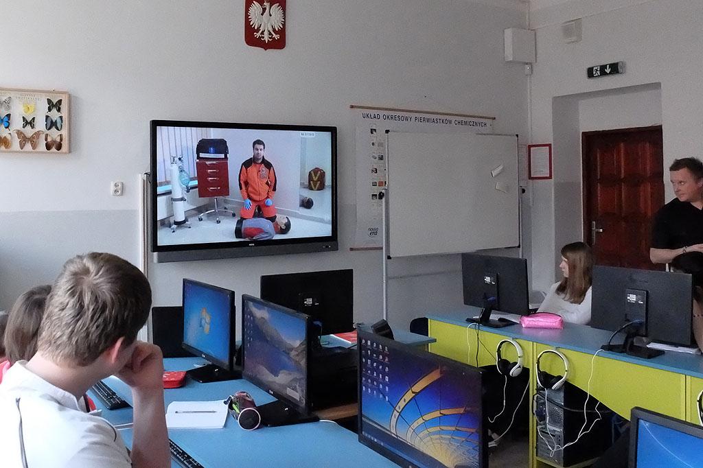 """Ministerialny projekt """"Aktywna tablica"""" – otwarta lekcja Edukacji dla bezpieczeństwa"""